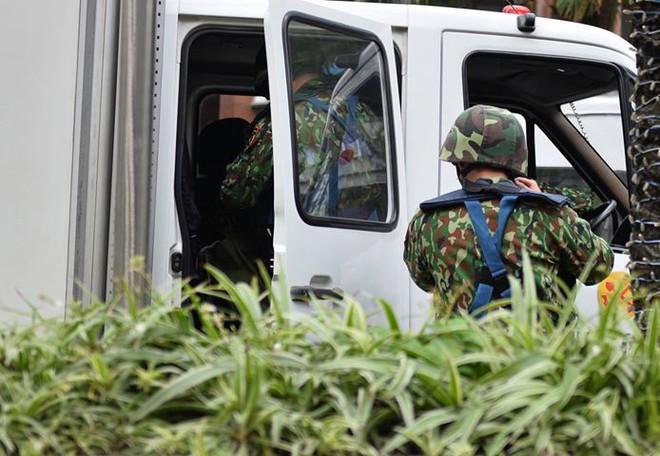 Xe bọc thép trấn giữ trên đường về khách sạn của Chủ tịch Kim Jong-un - Ảnh 6.