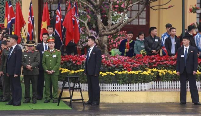 [ẢNH] Toàn cảnh buổi tiếp đón nhà lãnh đạo Triều Tiên Kim Jong Un tại ga Đồng Đăng - Ảnh 4.