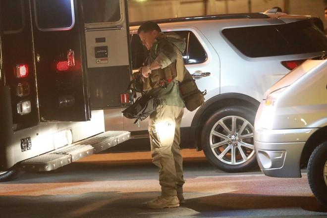 [NÓNG] Đặc vụ Mỹ vũ trang tận răng, chó nghiệp vụ rà soát sân bay Nội Bài, chuẩn bị đón ông Trump - Ảnh 7.