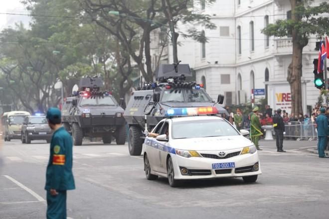 [Ảnh, Video] Xe chống đạn của ông Kim Jong Un lăn bánh trên đường phố Hà Nội - Ảnh 9.
