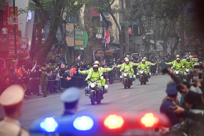 [Ảnh, Video] Xe chống đạn của ông Kim Jong Un lăn bánh trên đường phố Hà Nội - Ảnh 10.