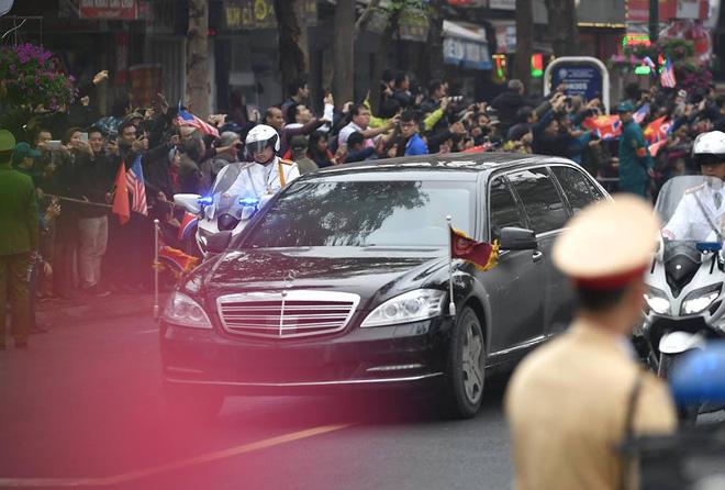 [Ảnh, Video] Xe chống đạn của ông Kim Jong Un lăn bánh trên đường phố Hà Nội - Ảnh 12.
