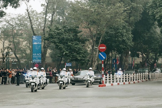 [Ảnh, Video] Xe chống đạn của ông Kim Jong Un lăn bánh trên đường phố Hà Nội - Ảnh 6.