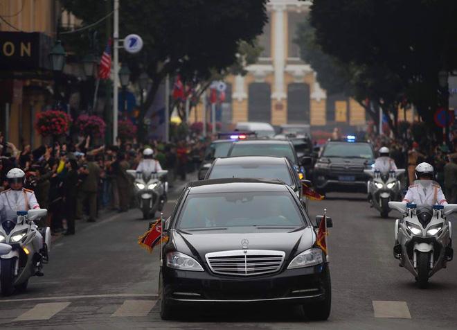 [Ảnh, Video] Xe chống đạn của ông Kim Jong Un lăn bánh trên đường phố Hà Nội - Ảnh 16.