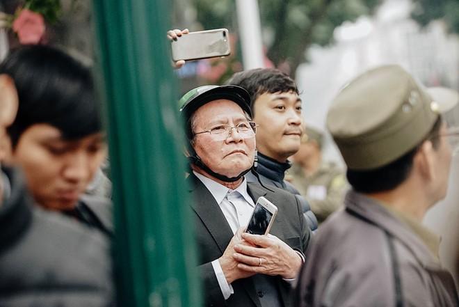 [Ảnh, Video] Xe chống đạn của ông Kim Jong Un lăn bánh trên đường phố Hà Nội - Ảnh 18.