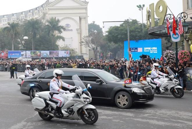 [Ảnh, Video] Xe chống đạn của ông Kim Jong Un lăn bánh trên đường phố Hà Nội - Ảnh 4.