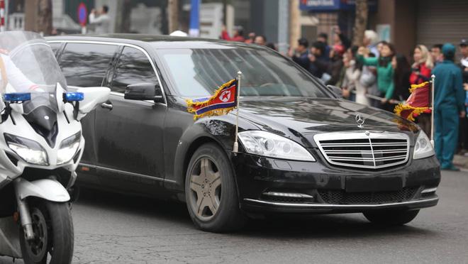 [Ảnh, Video] Xe chống đạn của ông Kim Jong Un lăn bánh trên đường phố Hà Nội - Ảnh 8.
