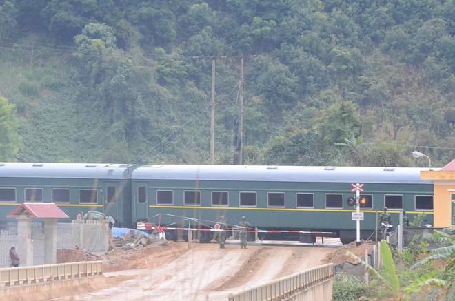 Siêu tàu bọc thép của Chủ tịch Kim Jong Un quay đầu trở lại Trung Quốc sau hơn 1 tiếng cập ga Đồng Đăng - Ảnh 3.