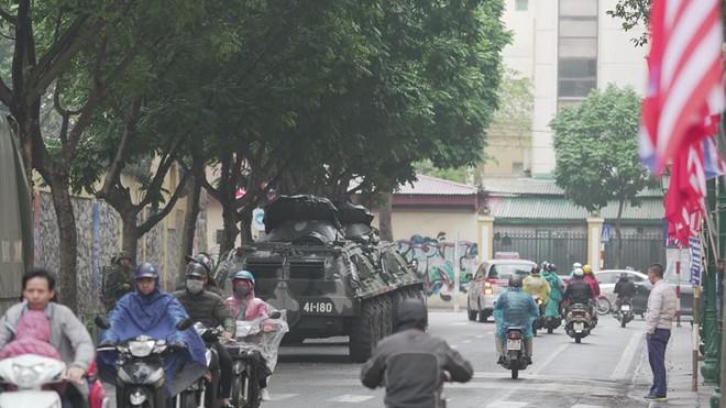 Lực lượng xe thiết giáp uy lực và hùng hậu nhất của Quân đội Việt Nam bảo vệ chủ tịch Kim Jong Un - Ảnh 1.