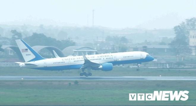 Máy bay chở phái đoàn Mỹ đáp xuống sân bay Nội Bài - Ảnh 2.