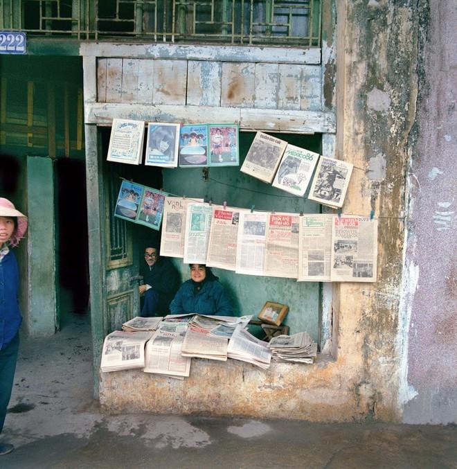 Hà Nội 36 phố phường chụp suốt 30 năm từng xuất hiện trên báo Anh - Ảnh 2.