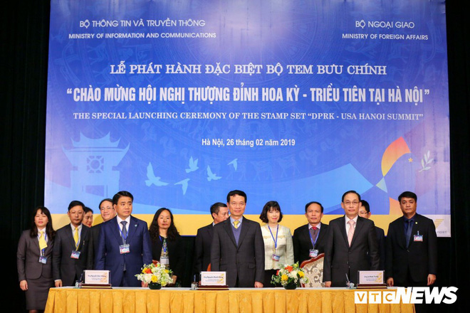 Phát hành bộ tem đặc biệt Chào mừng Hội nghị Thượng đỉnh Hoa Kỳ - Triều Tiên tại Hà Nội - Ảnh 1.