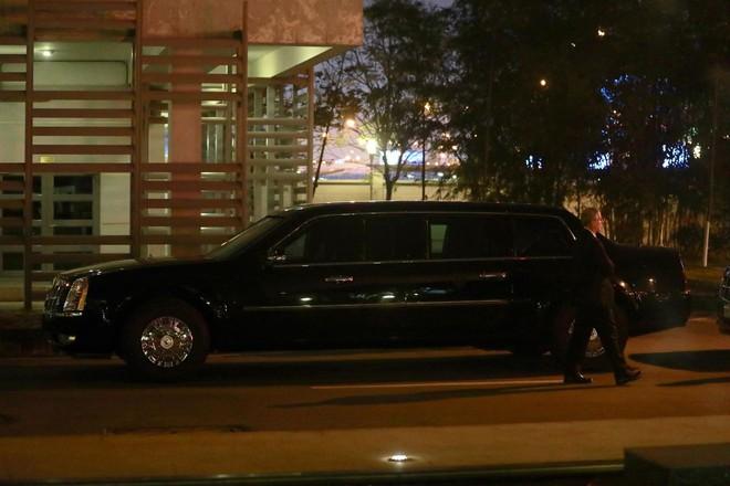 [NÓNG] Hai siêu xe Cadillac One The Beast tới sân bay Nội Bài, chuẩn bị đón chuyên cơ tổng thống Trump - Ảnh 3.