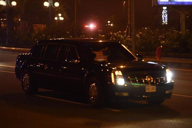Toàn cảnh Quái thú chở TT Donald Trump lướt phố đêm Hà Nội trong sự chào đón nồng nhiệt của người dân - Ảnh 5.