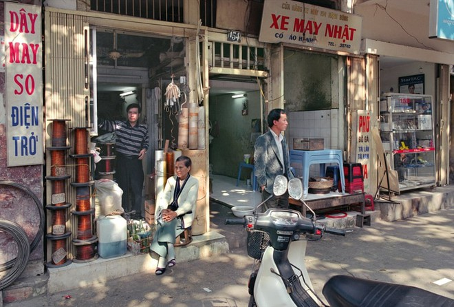 Hà Nội 36 phố phường chụp suốt 30 năm từng xuất hiện trên báo Anh - Ảnh 12.