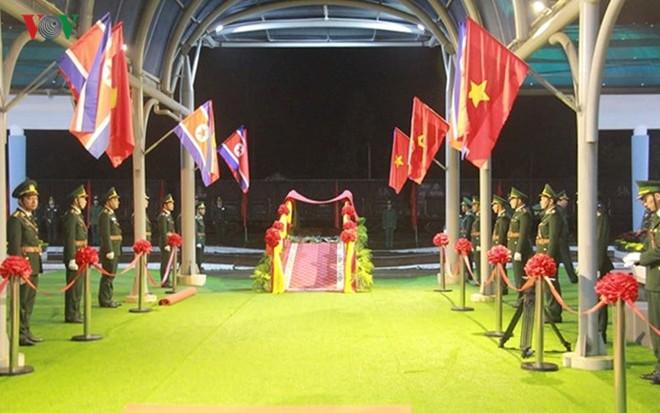 Túc trực thâu đêm đón Chủ tịch Kim Jong-un tại Ga Đồng Đăng - Ảnh 13.