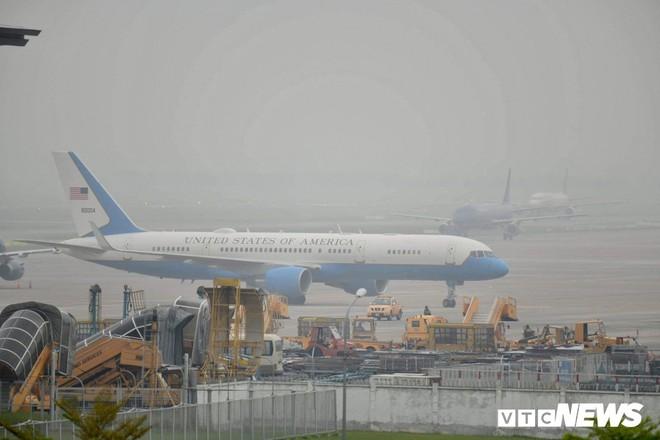 Máy bay chở phái đoàn Mỹ đáp xuống sân bay Nội Bài - Ảnh 3.