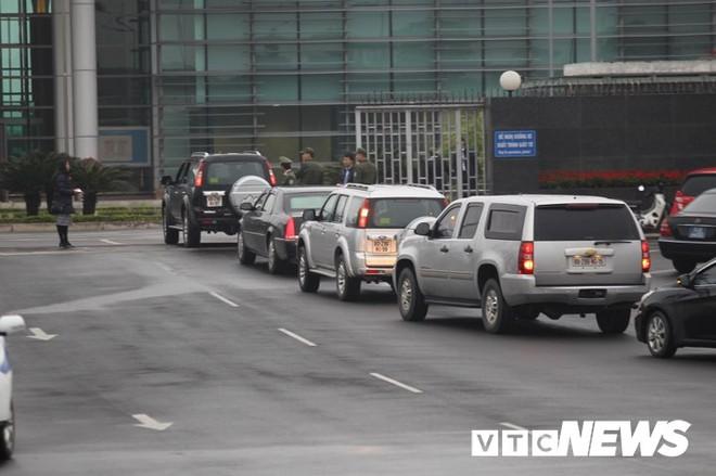 Máy bay chở phái đoàn Mỹ đáp xuống sân bay Nội Bài - Ảnh 5.
