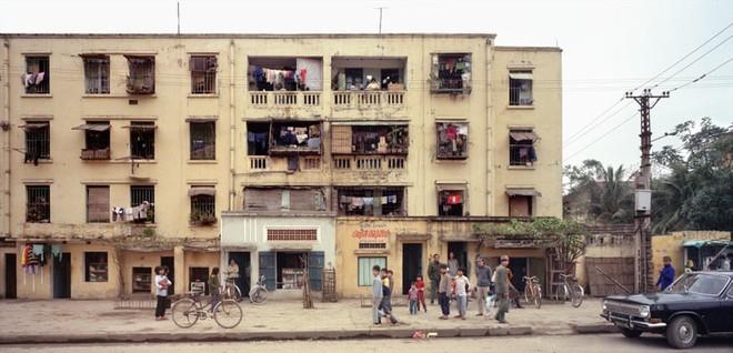 Hà Nội 36 phố phường chụp suốt 30 năm từng xuất hiện trên báo Anh - Ảnh 5.
