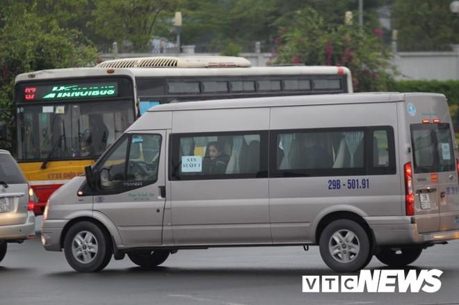Máy bay chở phái đoàn Mỹ đáp xuống sân bay Nội Bài - Ảnh 6.