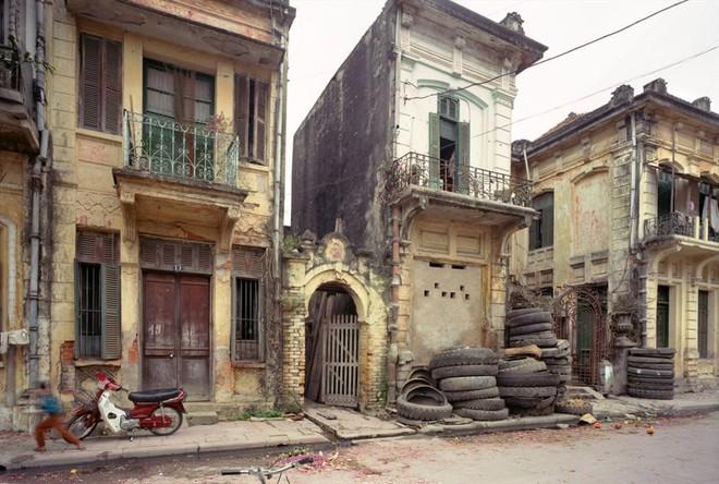 Hà Nội 36 phố phường chụp suốt 30 năm từng xuất hiện trên báo Anh - Ảnh 6.