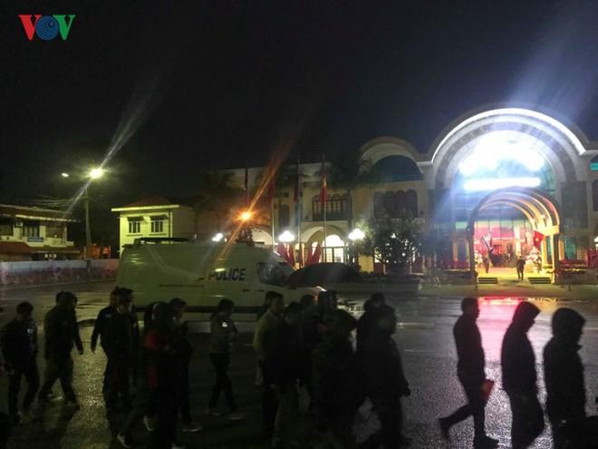 Túc trực thâu đêm đón Chủ tịch Kim Jong-un tại Ga Đồng Đăng - Ảnh 9.