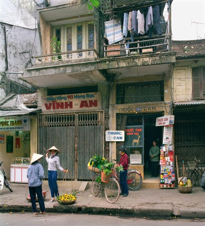 Hà Nội 36 phố phường chụp suốt 30 năm từng xuất hiện trên báo Anh - Ảnh 9.