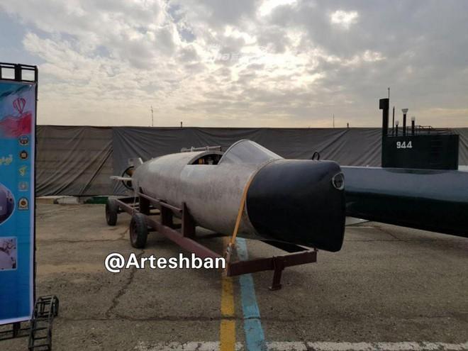 Lộ diện tàu ngầm mini siêu độc đáo của Hải quân Iran - Ảnh 1.