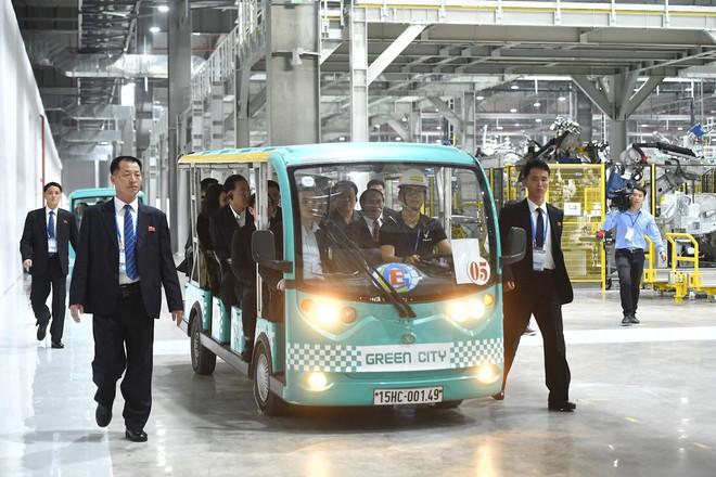 [ẢNH] Trợ lý kinh tế thân cận nhất của ông Kim Jong Un cười rạng rỡ khi đến thăm nhà máy Vinfast - Ảnh 9.