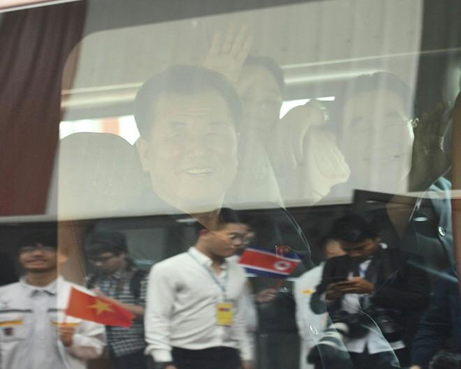 [ẢNH] Trợ lý kinh tế thân cận nhất của ông Kim Jong Un cười rạng rỡ khi đến thăm nhà máy Vinfast - Ảnh 6.