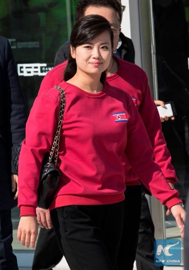 Nữ ca sĩ nổi tiếng Triều Tiên tháp tùng Chủ tịch Kim Jong Un tới Việt Nam quyền lực cỡ nào? - Ảnh 9.
