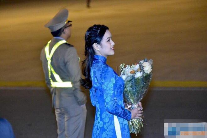 Bí mật đằng sau chiếc áo dài thêu vàng 24k của cô gái tặng hoa cho Tổng thống Donald Trump - Ảnh 3.