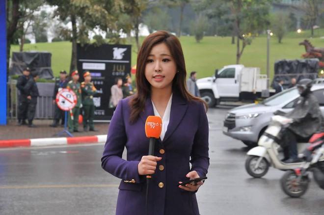 Cận cảnh nhan sắc các BTV, MC quốc tế gây sốt khi tác nghiệp tại Việt Nam vài ngày qua - Ảnh 11.