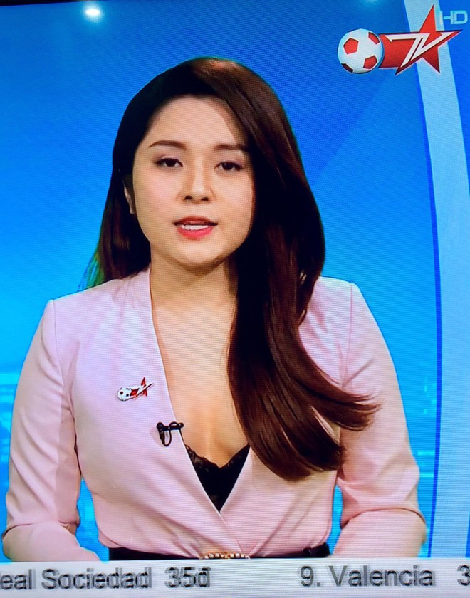 BTV truyền hình Việt gây sốc với trang phục quá gợi cảm khi dẫn chương trình - Ảnh 4.