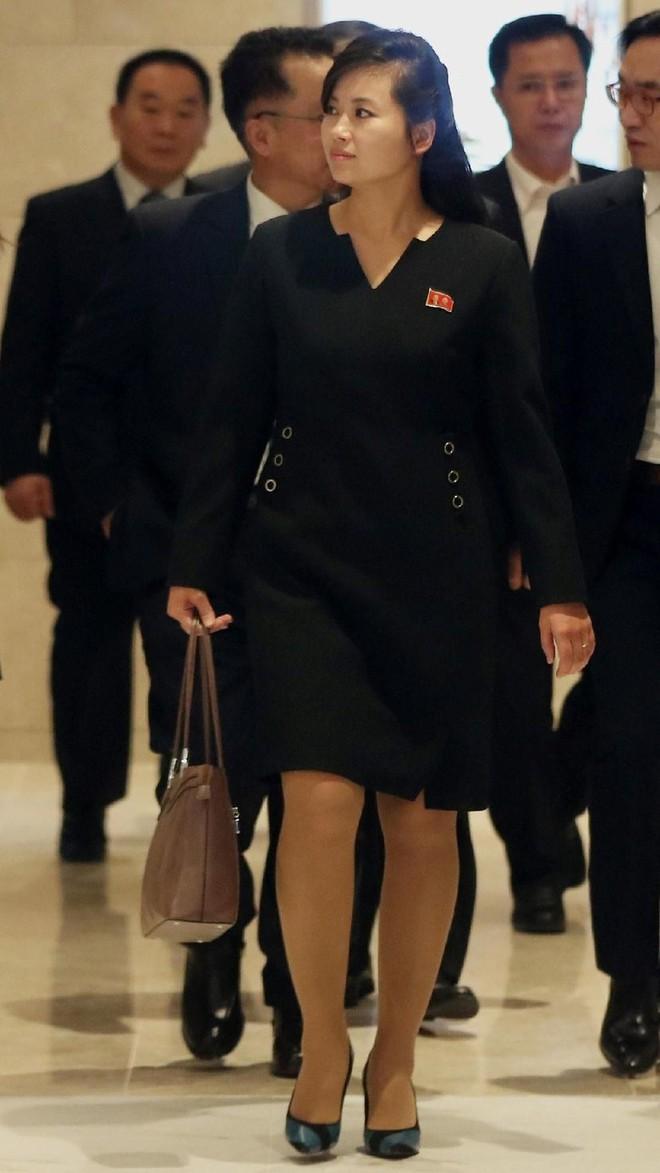 Nữ ca sĩ nổi tiếng Triều Tiên tháp tùng Chủ tịch Kim Jong Un tới Việt Nam quyền lực cỡ nào? - Ảnh 7.
