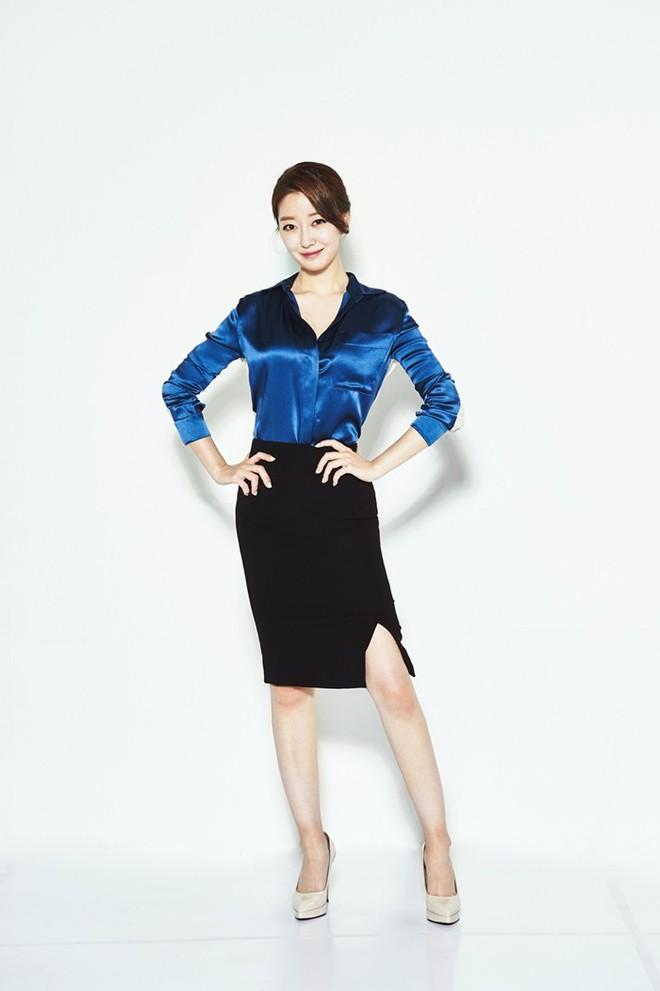 Nữ MC Hàn xinh đẹp tác nghiệp trên nóc khách sạn Daewoo gây sốt Việt Nam nổi tiếng ra sao? - Ảnh 9.