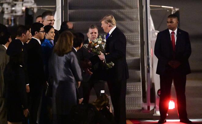 Nữ sinh tặng hoa Tổng thống Mỹ Donald Trump: Có chút lo lắng nhưng tự hào nhiều hơn - Ảnh 1.