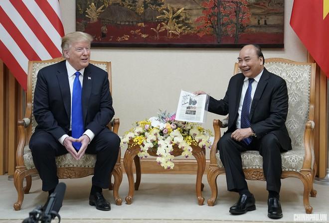 Thủ tướng Nguyễn Xuân Phúc thết đãi Tổng thống Trump món chả cá Lã Vọng, chè hạt sen - Ảnh 1.