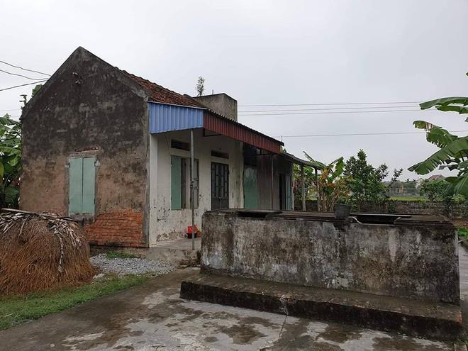 Vụ cha sát hại con gái ở Đà Nẵng: Bà nội khóc mờ mắt khi nghe tin - Ảnh 1.