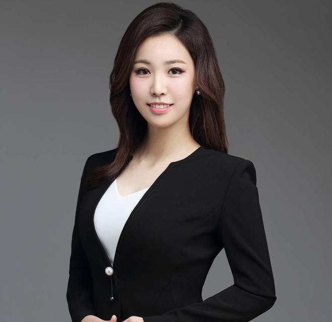 Nữ phóng viên Hàn gây sốt mạng xã hội: Vừa xinh đẹp vừa tài năng, từng thi Hoa hậu - Ảnh 4.