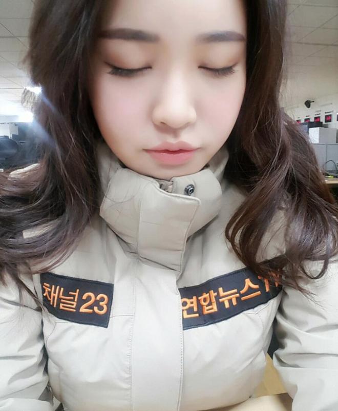 Nữ phóng viên Hàn gây sốt mạng xã hội: Vừa xinh đẹp vừa tài năng, từng thi Hoa hậu - Ảnh 15.