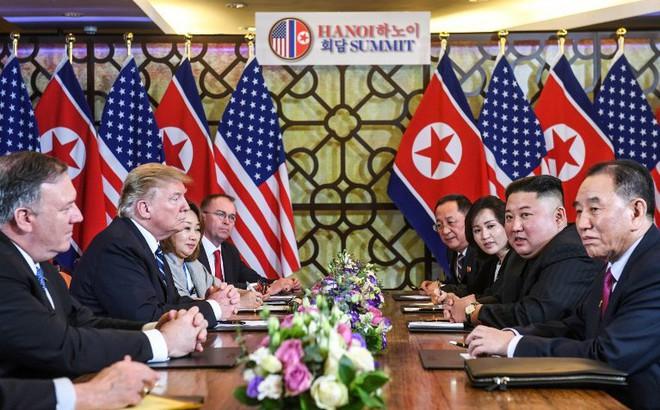 Hai bóng hồng luôn sát cánh cùng hai ông Trump-Kim: Không chỉ xinh đẹp mà còn đặc biệt tài hoa