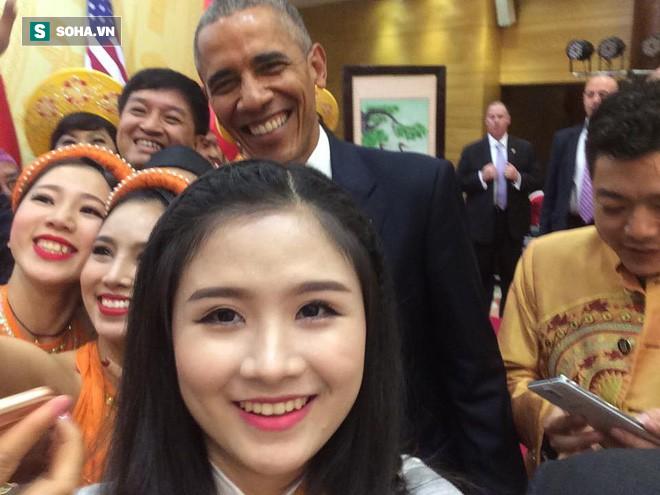 Nữ sinh Việt biểu diễn đàn cho cựu tổng thống Mỹ: Nhớ như in câu nói của ngài Obama lúc bắt tay! - Ảnh 1.