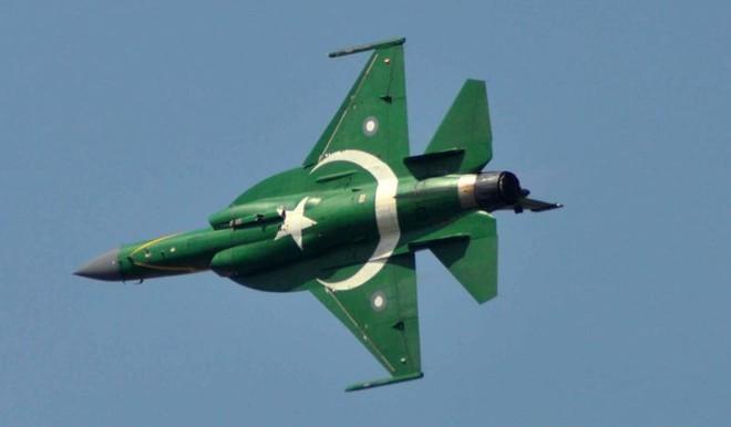 Bắn hạ MiG-21 Ấn Độ, JF-17 Pakistan đang ế ẩm bỗng vụt lên thành ngôi sao sáng? - Ảnh 1.