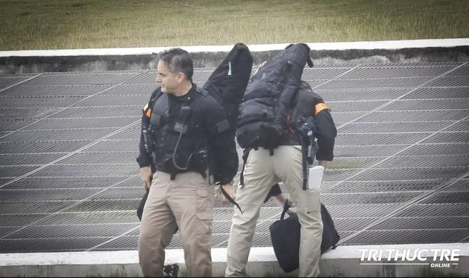 Mật vụ Mỹ bảo vệ TT Trump show súng mới và đỉnh nhất tại Hà Nội: Hàng vừa ra lò và khá bí mật! - Ảnh 1.