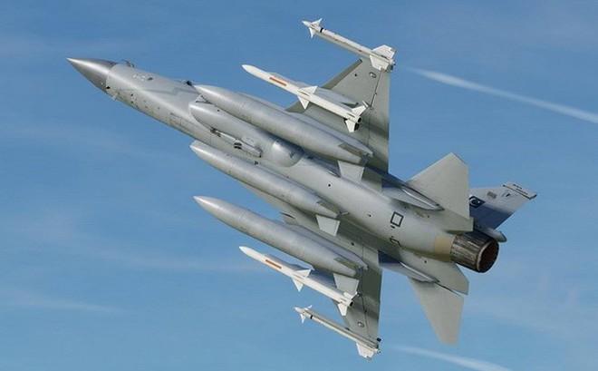 Bắn hạ MiG-21 Ấn Độ, JF-17 Pakistan đang ế ẩm bỗng vụt lên thành ngôi sao sáng?