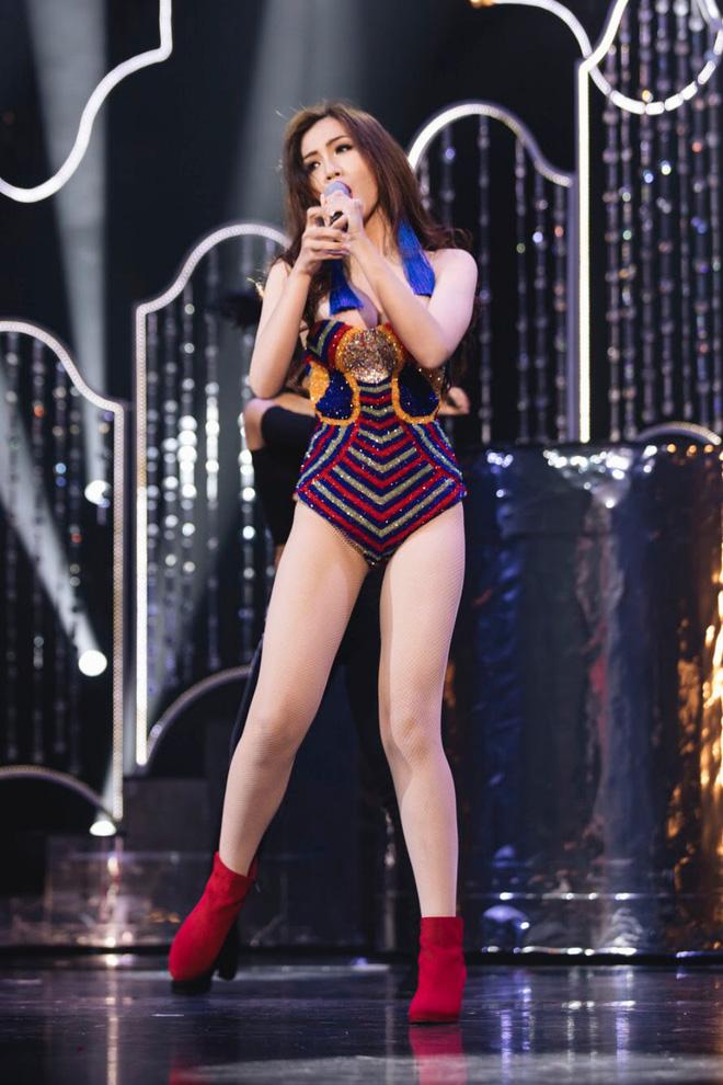 Trang phục gợi cảm, gây tranh cãi của đại diện Việt Nam tại Hoa hậu Chuyển giới - Ảnh 7.