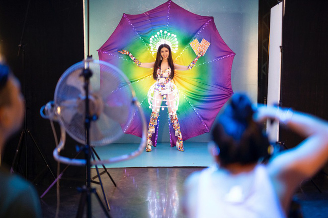 Trang phục gợi cảm, gây tranh cãi của đại diện Việt Nam tại Hoa hậu Chuyển giới - Ảnh 1.