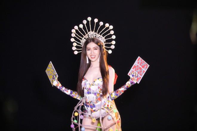 Trang phục gợi cảm, gây tranh cãi của đại diện Việt Nam tại Hoa hậu Chuyển giới - Ảnh 5.