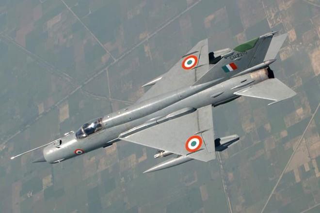 MiG-21 cổ lỗ Ấn Độ truy đuổi, bắn hạ F-16 Pakistan: Lập kỳ tích tác chiến trên không! - Ảnh 1.
